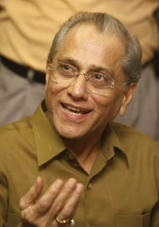 An excited Jagmohan Dalmiya addresses the media after winning the elections, Kolkata, July 29, 2008