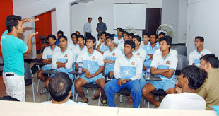 Khaled Masud holds a discussion with Bangladesh's Academy players, Mirpur, August 2, 2008