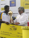 Ajantha Mendis receives the Man-of-the-Series award from Arjuna Ranatunga, Sri Lanka v India, 3rd Test, PSS, Colombo, 4th day, August 11, 2008