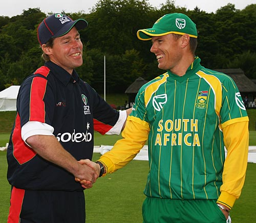 Nick Knight shakes hands with Johan Botha