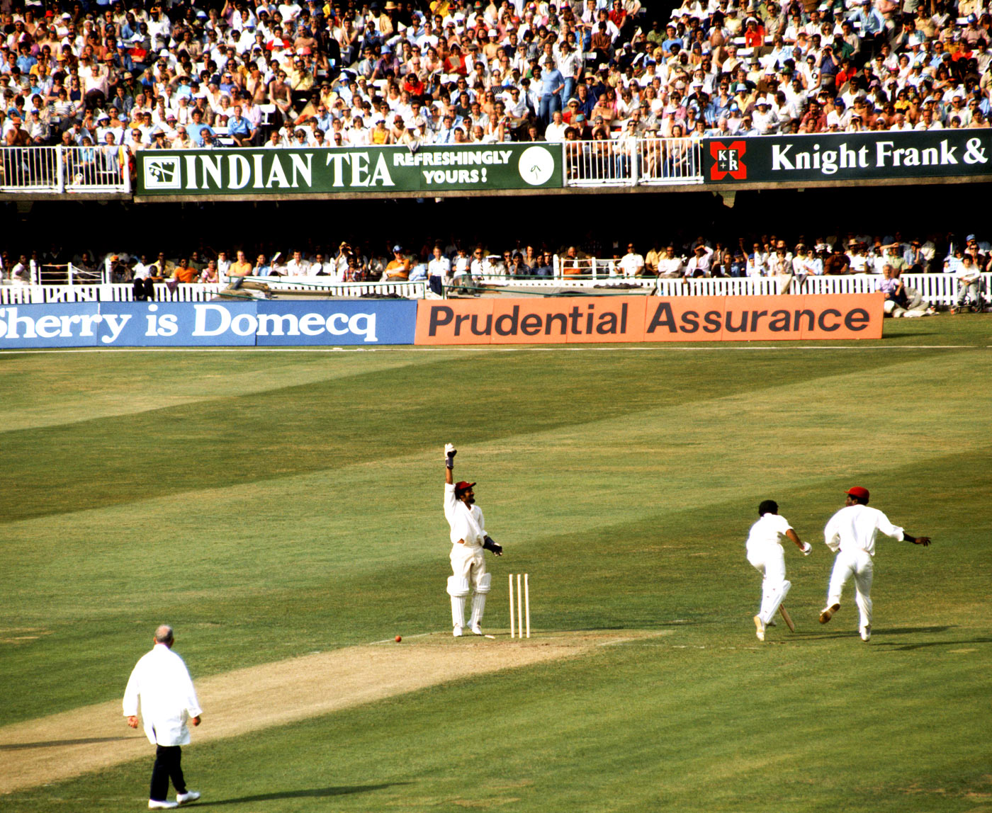 Viv Richards runs out Alan Turner in the '75 World Cup final. Would a modern equivalent of this photo give us the contextual details?