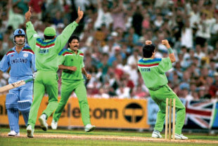 Wasim Akram is on fire as he takes Allan Lamb out, immediately before taking Chris Lewis' wicket, Pakistan v England, World Cup final, Melbourne, 25 March, 1992