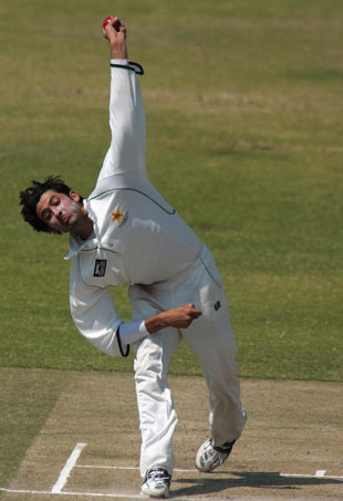 Junaid Khan at the top of his run-up, Zimbabwe Board XI v Pakistan Academy, Harare, 2nd day, August 30, 2008