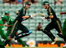 Michael Clarke and Shane Watson chase a run