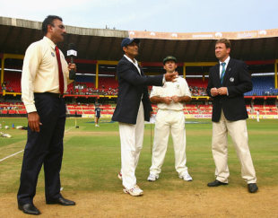 Ravi Shastri, Ricky Ponting and Chris Broad watch Anil Kumble toss the coin