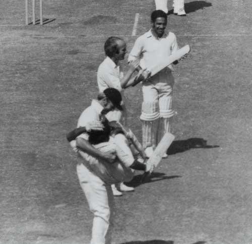 Tony Greig cradles Viswanath