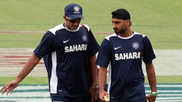 Anil Kumble and Harbhajan Singh have a word