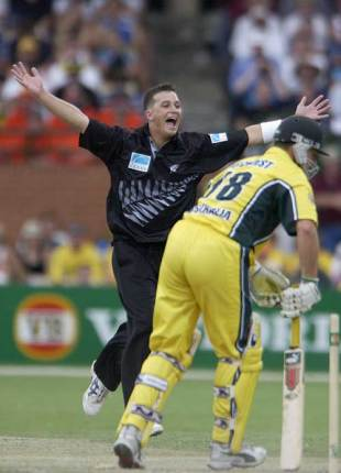 Shane Bond bowls Adam Gilchrist, Australia v New Zealand, VB Series, Adelaide, 26 January 2002