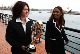 Karen Rolton and Isa Guha walk with the World Cup trophy, Sydney, October 29, 2008