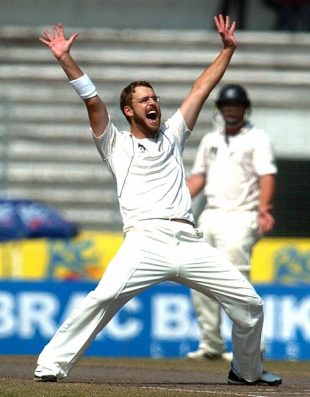 Daniel Vettori successfully appeals against Shakib Al Hasan, Bangladesh v New Zealand, 2nd Test, Mirpur, 5th day, October 29, 2008