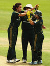 Kirsten Pike is congratulated for Sulakshana Naik's wicket, Australia v India, 1st Women's ODI, Sydney, 31 October, 2008