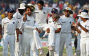 Team-mates give a fitting farewell to Anil Kumble, India v Australia, 3rd Test, Delhi, 5th day, November 2, 2008