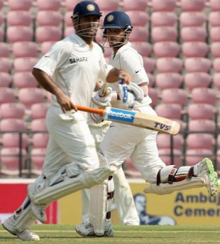 Mahendra Singh Dhoni and Sourav Ganguly ensured no wickets fell in the first session, India v Australia, 4th Test, Nagpur, 2nd day, November 7, 2008