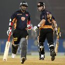 Rohan Gavaskar and Lance Klusener steal a quick single, Hyderabad Heroes v Royal Bengal Tigers, ICL , Ahmedabad, November 11, 2008