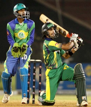 Imran Nazir clears the boundary with ease, Hyderabad Heroes v Lahore Badshahs, 3rd final, ICL, Ahmedabad, November 16, 2008