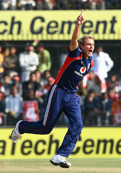 Stuart Broad is ecstatic after picking up Virender Sehwag's wicket