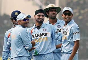 Harbhajan Singh took his 200th ODI wicket, India v England, 3rd ODI, Kanpur, November 20, 2008
