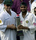 Matthew Hayden and Harbhajan Singh share the Man-of-the-Series trophy, India v Australia, 3rd Test, Chennai, 5th day, March 22, 2001