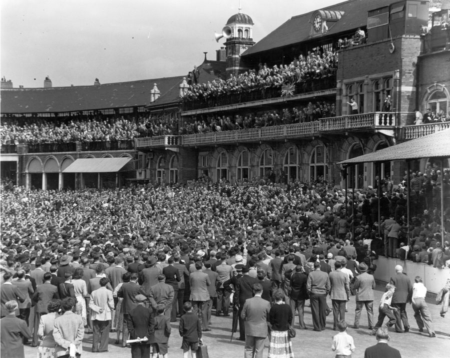 Everyone wanted a piece of England's 1953 Ashes win