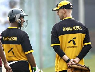 Mohammad Ashraful and Jamie Siddons in discussion at the nets, Dhaka, December 25, 2008