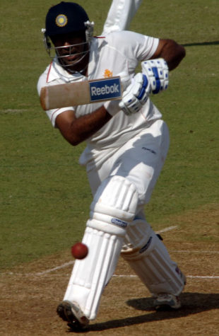 Robin Uthappa punches the ball down the ground, Karnataka v Saurashtra , Ranji Super League quarter-final, Mumbai, 1st day, December 26, 2008