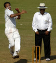 Saurashtra's Sandeep Jobanputra charges in, Karnataka v Saurashtra, 2nd quarter-final, Mumbai, Ranji Trophy Super League, 3rd day, December 28, 2008