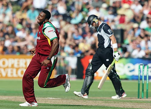 Kieron Pollard rejoices after removing Martin Guptill