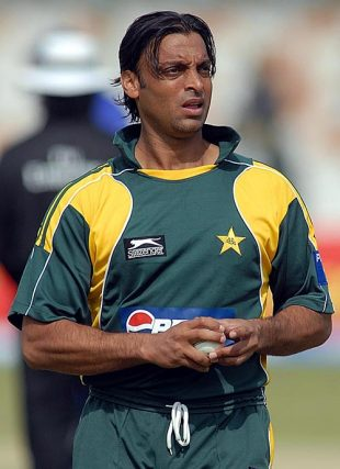 Shoaib Akhtar walks back to his bowling mark, Pakistan v Sri Lanka, 2nd ODI, Karachi, January 21, 2009