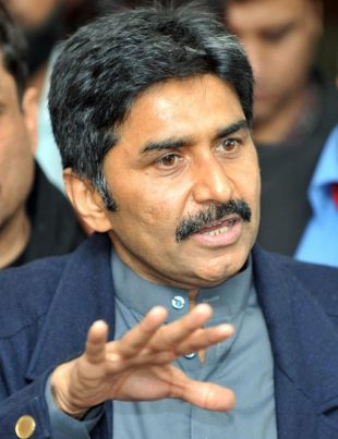 Former Pakistan captain Javed Miandad at a press conference after stepping down as director-general of the PCB, Lahore, January 28, 2008