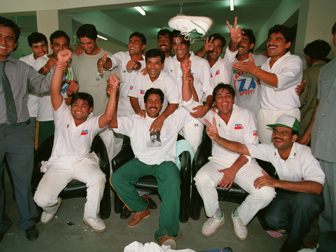 The 1994-95 Pakistan team: no luxuriant beards but plenty of dad mo's