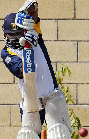 Mahela Jayawardene is solid in defense, Karachi, February 20, 2009