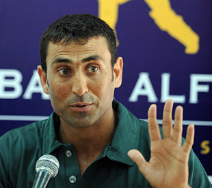 Younis Khan tries to get his point across, Karachi, February 20, 2009