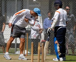 Gary Kirsten offers a few tips to Sachin Tendulkar, Lincoln, February 22, 2009