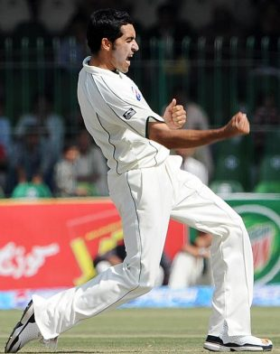 Umar Gul celebrates Mahela Jayawardene's wicket, Pakistan v Sri Lanka, 2nd Test, Lahore, 1st day, March 1, 2009