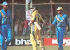 28 Mar 2001: Australia in India 2000/01, 2nd One-Day International, India v Australia, Nehru Stadium, Pune.