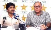 Javed Miandad and Haroon Rashid at press conference, Gaddafi Stadium, 26 March 2003