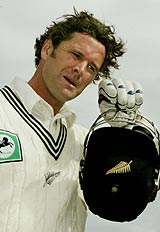Chris Cairns walks back after being dismissed in possibly his last Test innings © AFP