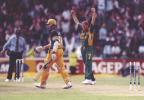 Pollock wraps up the AUS innings, bowling Brett Lee, Australia in South Africa 1999/00, 3rd One-Day International, South Africa v Australia, New Wanderers Stadium, Johannesburg, 16 April 2000
