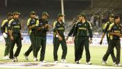 Pakistan team make their way to the pavilion, 6th Match: Kenya v Pakistan, Cherry Blossom Sharjah Cup, 8 Apr 2003