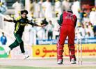 Douglas Marillier is clean bowled by Mohammad Sami, Final: Pakistan v Zimbabwe, Cherry Blossom Sharjah Cup, 10 Apr 2003