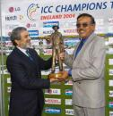 Srinivas Venkataraghavan receives his outstanding contribution Trophy