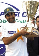 Inzamam-ul-Haq with the trophy after winning the Test series 1-0 © AFP