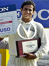 http://www.cricinfo.com/link_to_database/PICTURES/DB/122004/056819.jpg